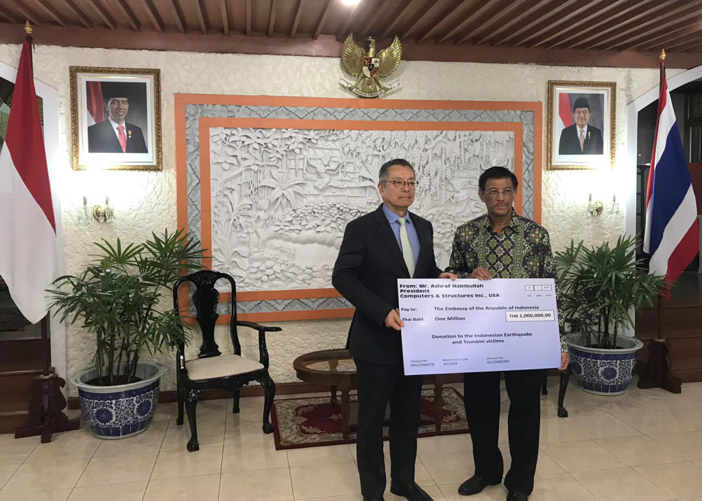 AIT President Dr. Eden Y. Woon presenting the donation from CSI to Ambassador of Indonesia to Thailand, H.E. Mr. Ahmad Rusdi